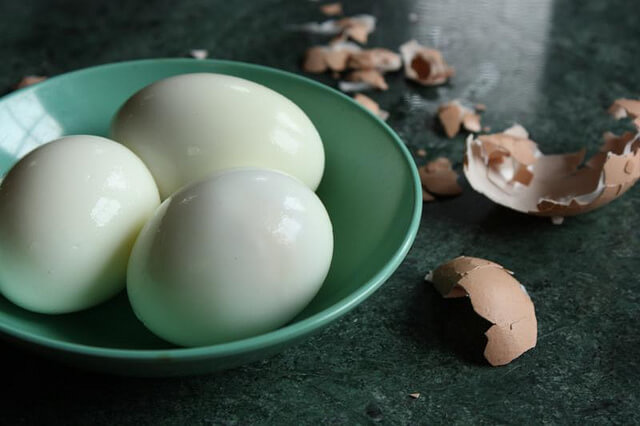 Easy hard boiled egg